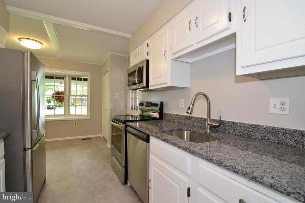 New Granite Counter Tops - 218 WILDMAN ST NE, LEESBURG