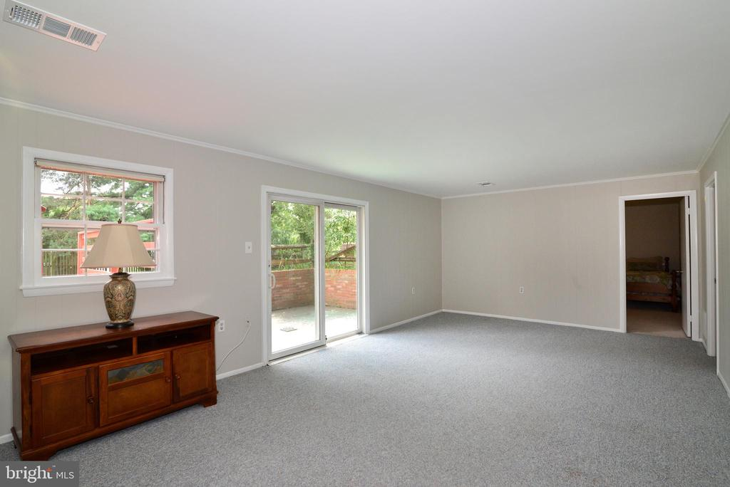 Family Room with Walk Out! - 218 WILDMAN ST NE, LEESBURG