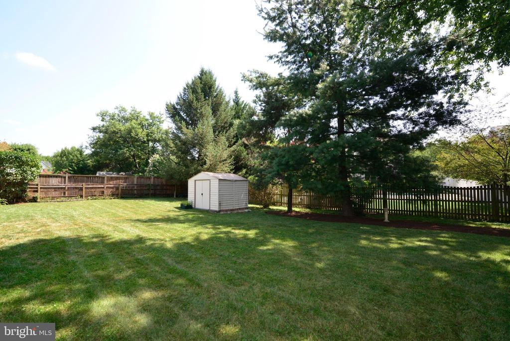 Large Fully Fenced Back Yard - 218 WILDMAN ST NE, LEESBURG