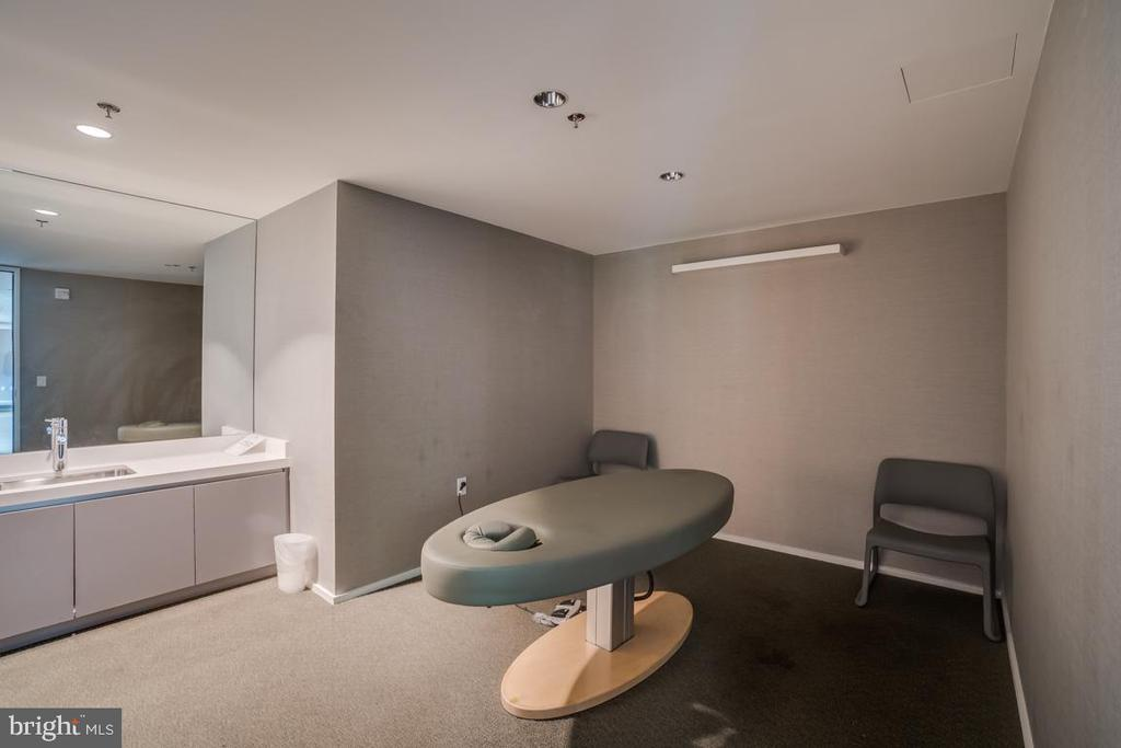 Massage Rooms - 925 H ST NW #802, WASHINGTON