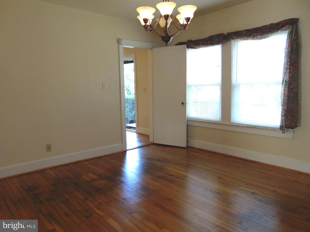 Formal Dining Rm off Entry Foyer leads to Kitchen - 701 SPRING VALLEY DR, FREDERICKSBURG