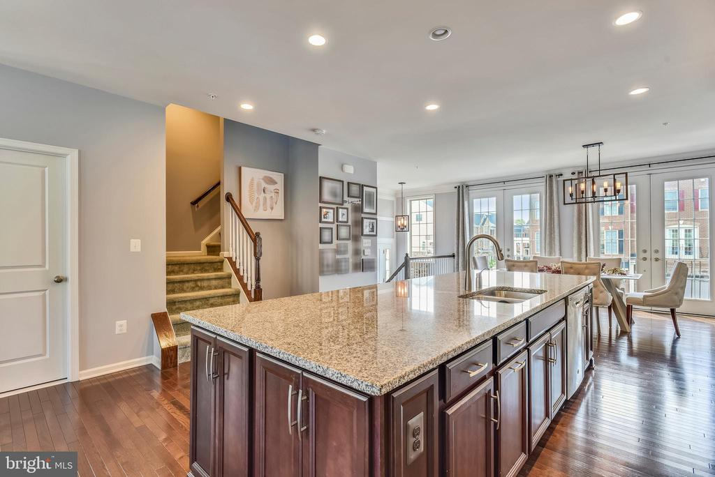 Open Floor Plan! - 42648 LANCASTER RIDGE TER, CHANTILLY