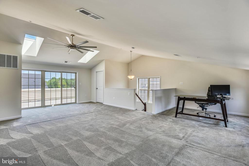 Opens to 4th level Balcony - 42648 LANCASTER RIDGE TER, CHANTILLY