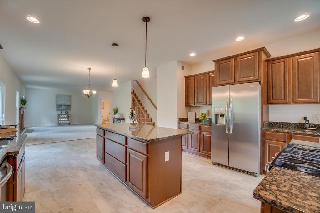 Kitchen opens to Family Room - 705 KESWICK DR, CULPEPER
