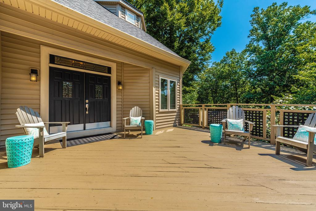 Welcoming deck with seasonal lake views - 9708 WOODLAKE PL, NEW MARKET