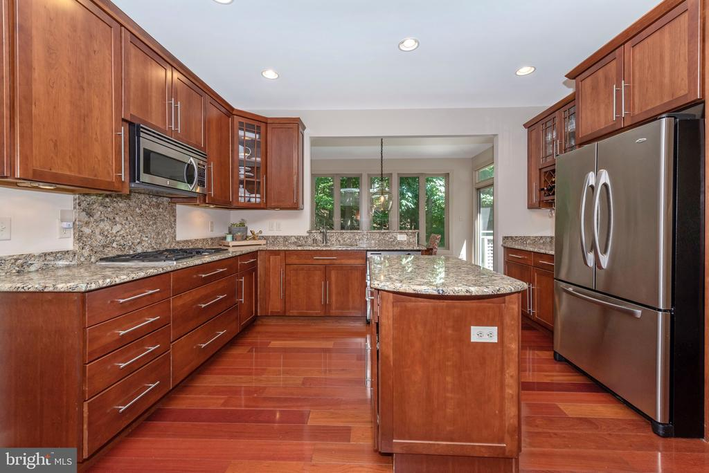 Lots of space to entertain. TREES!!! - 9708 WOODLAKE PL, NEW MARKET