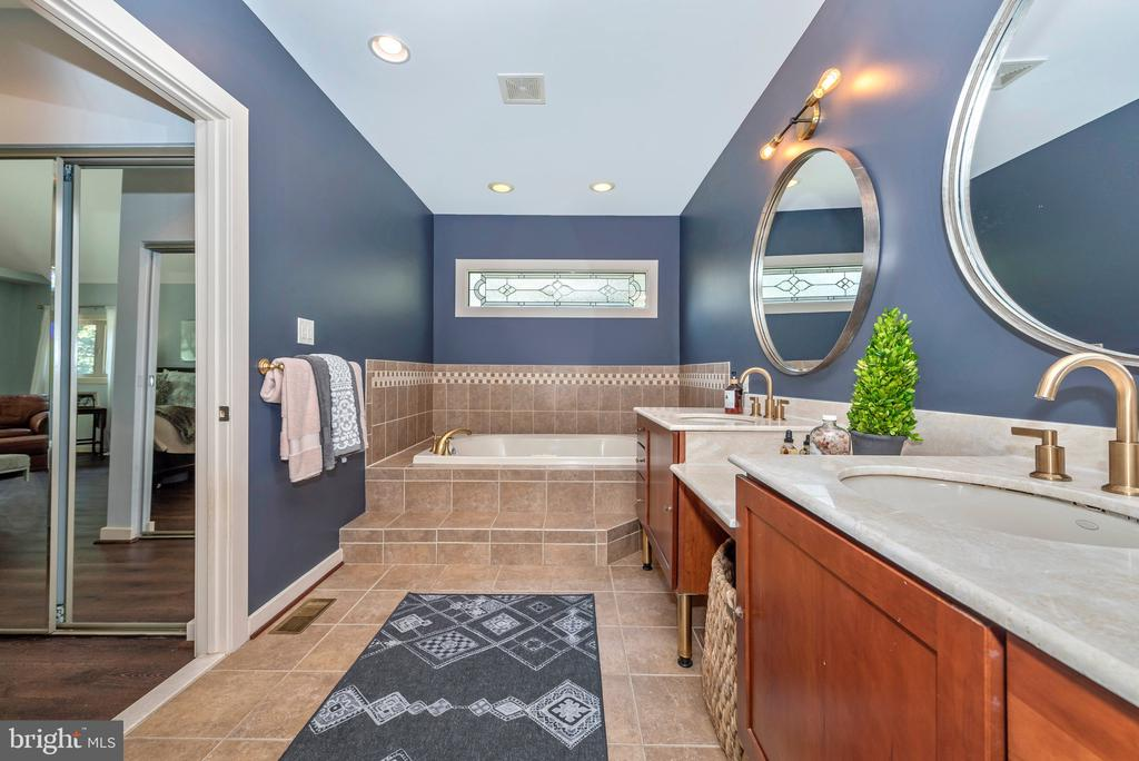 Gorgeous stained glass window above jet tub - 9708 WOODLAKE PL, NEW MARKET