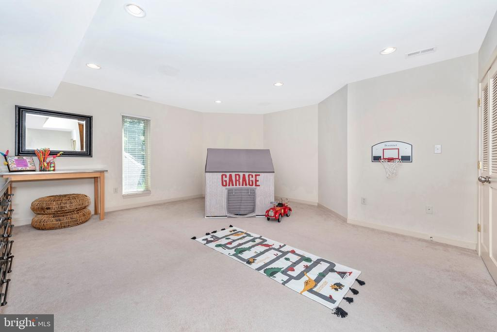 Fully finished basement with recessed lighting - 9708 WOODLAKE PL, NEW MARKET