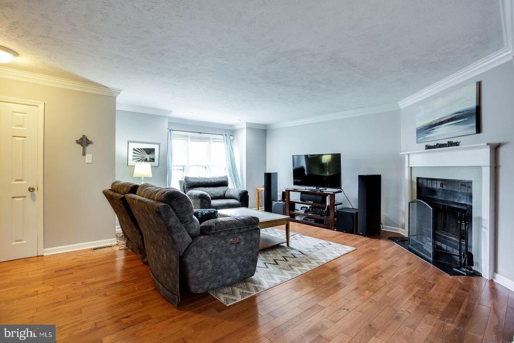 Spacious living area - 8506 SADDLE CT, MANASSAS