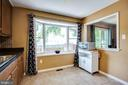 Light and bright kitchen with eat-in area - 8506 SADDLE CT, MANASSAS