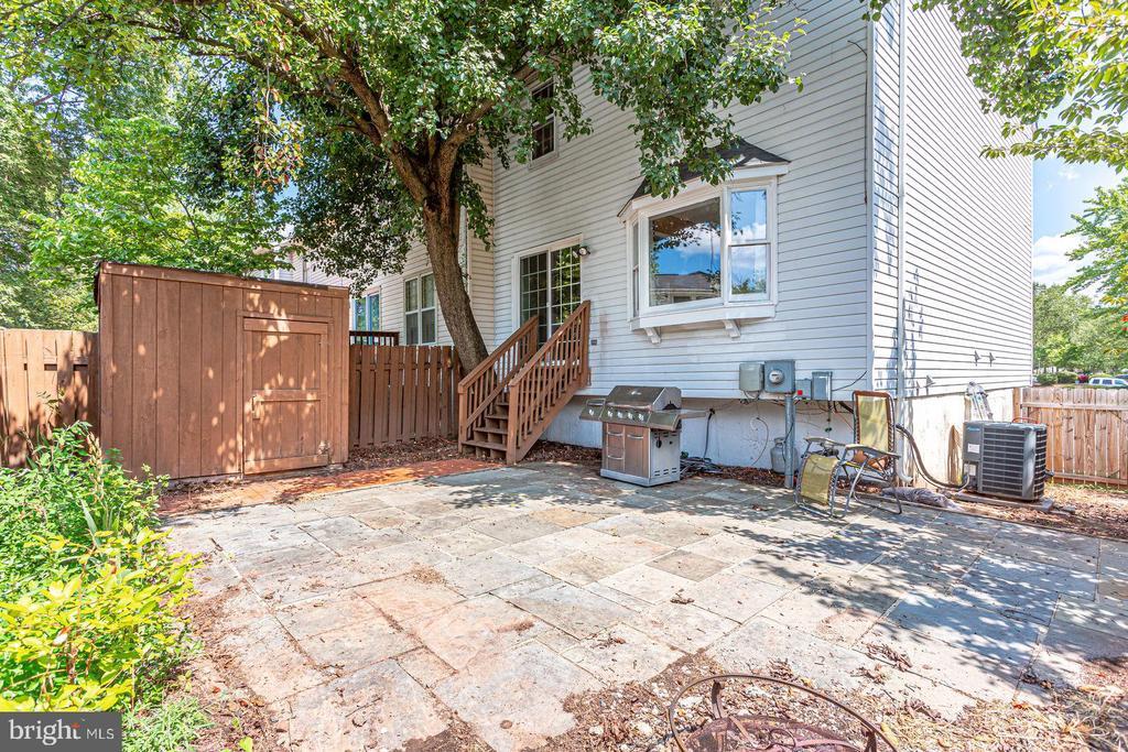 Fenced back yard - 8506 SADDLE CT, MANASSAS
