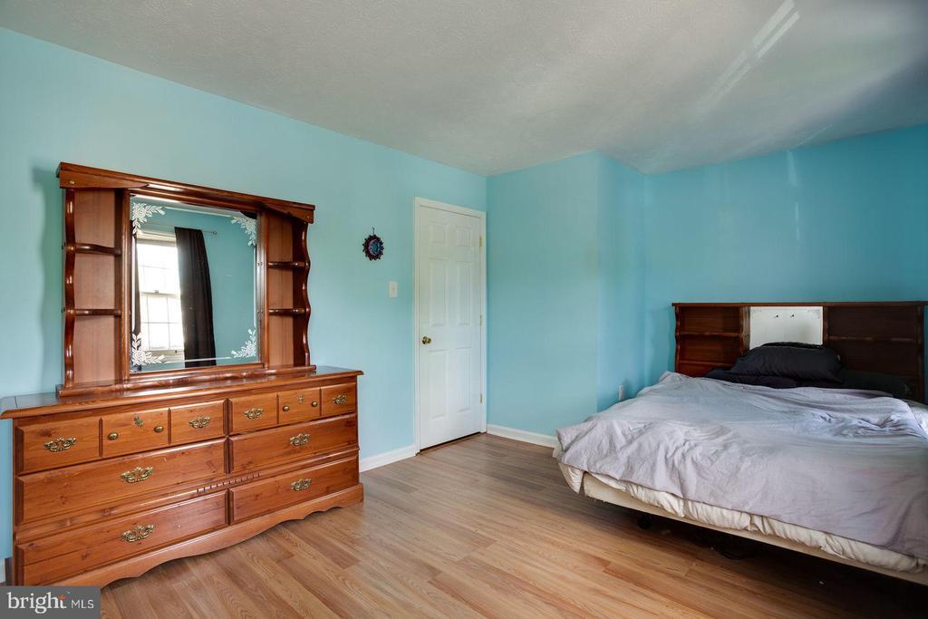Spacious master bedroom - 8506 SADDLE CT, MANASSAS