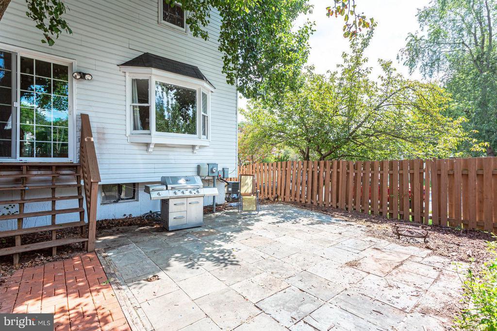 Slate patio in spacious backyard - 8506 SADDLE CT, MANASSAS