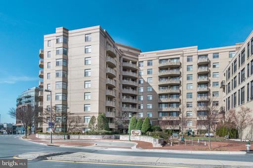 7111 WOODMONT AVE #302