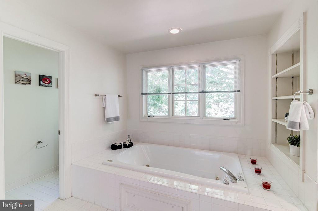 Master Bath with a separate jacuzzi tub - 2064 MADRILLON RD, VIENNA