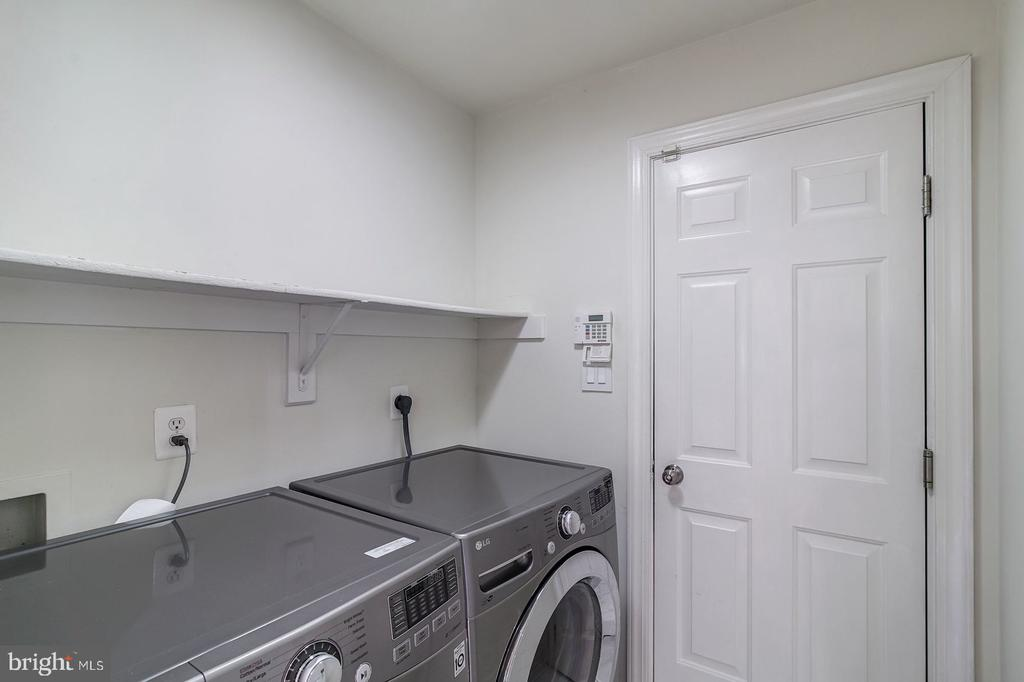 Front loading energy efficient washer and dryer - 2064 MADRILLON RD, VIENNA