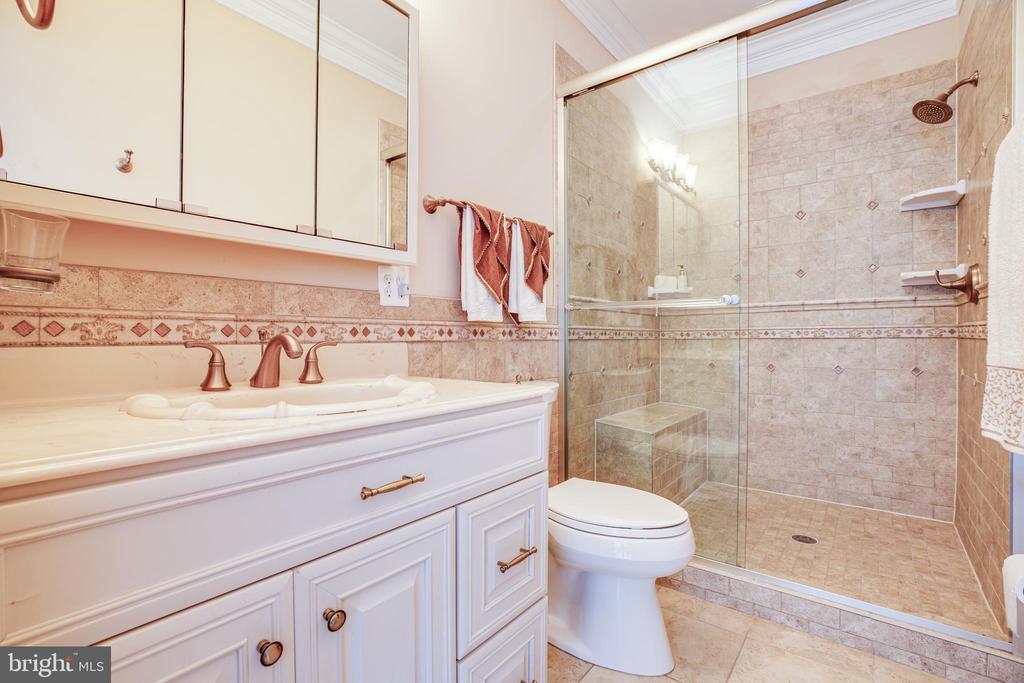 Bedroom 3 Full Bath - 9 WINNING COLORS RD, STAFFORD