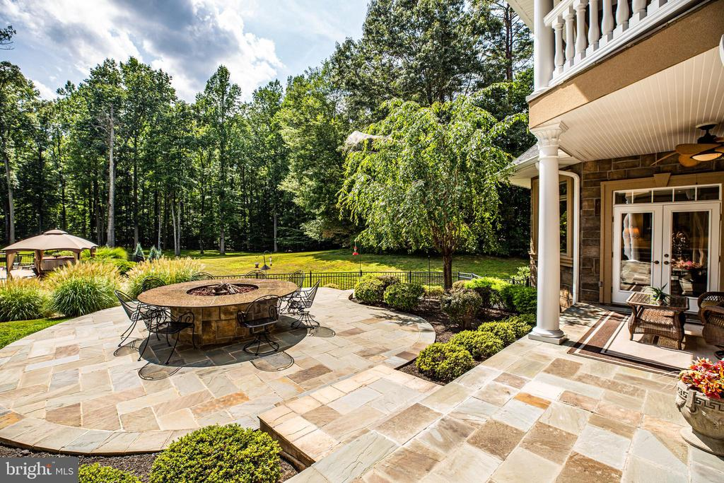 Outdoor Blue Stone Patio - 9 WINNING COLORS RD, STAFFORD