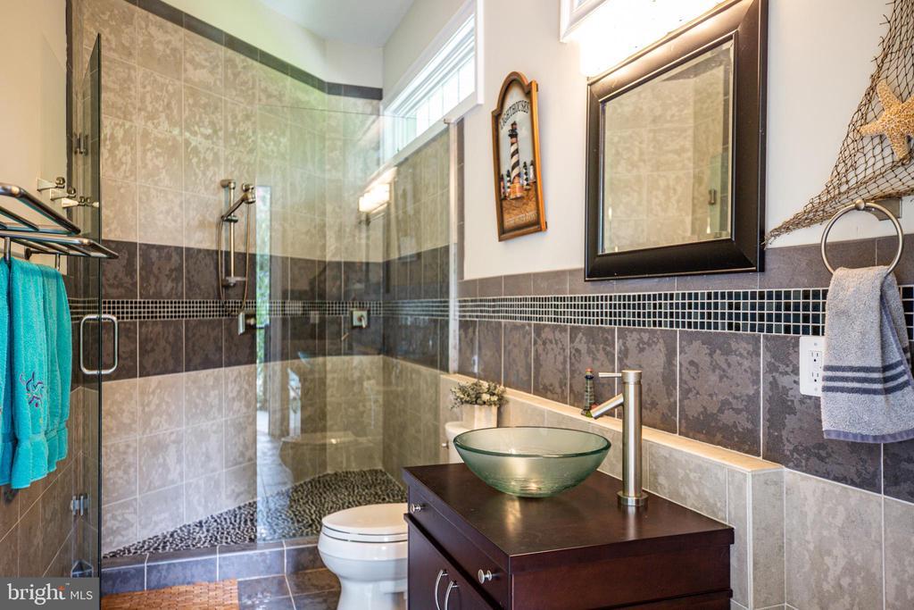 Outdoor Full Bathroom - 9 WINNING COLORS RD, STAFFORD