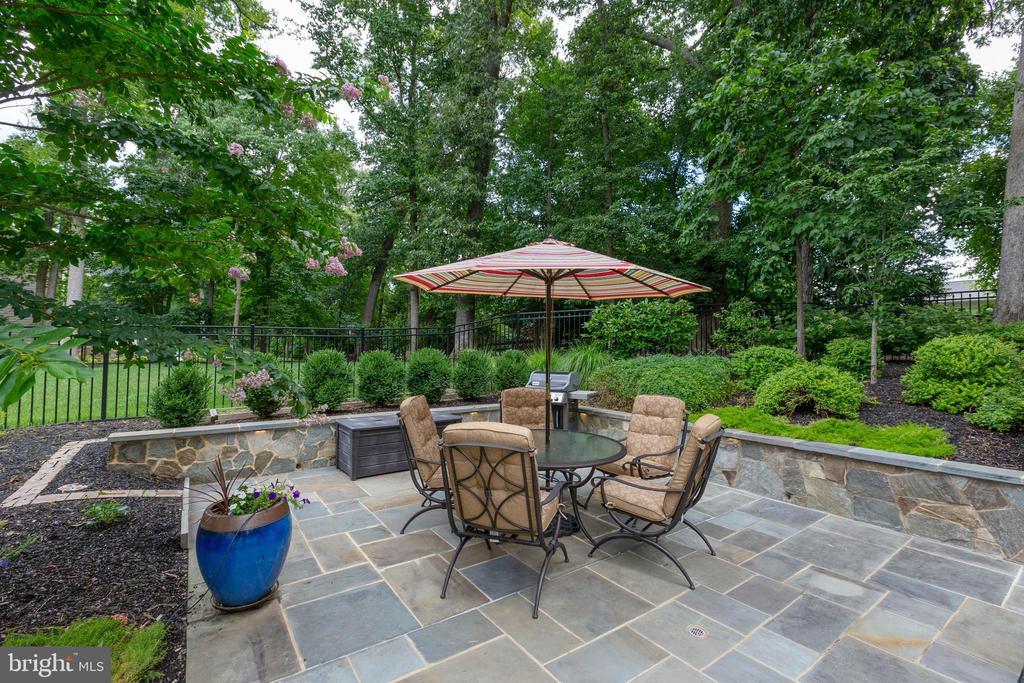 Resort Style Backyard 4 - 3003 WEBER PL, OAKTON