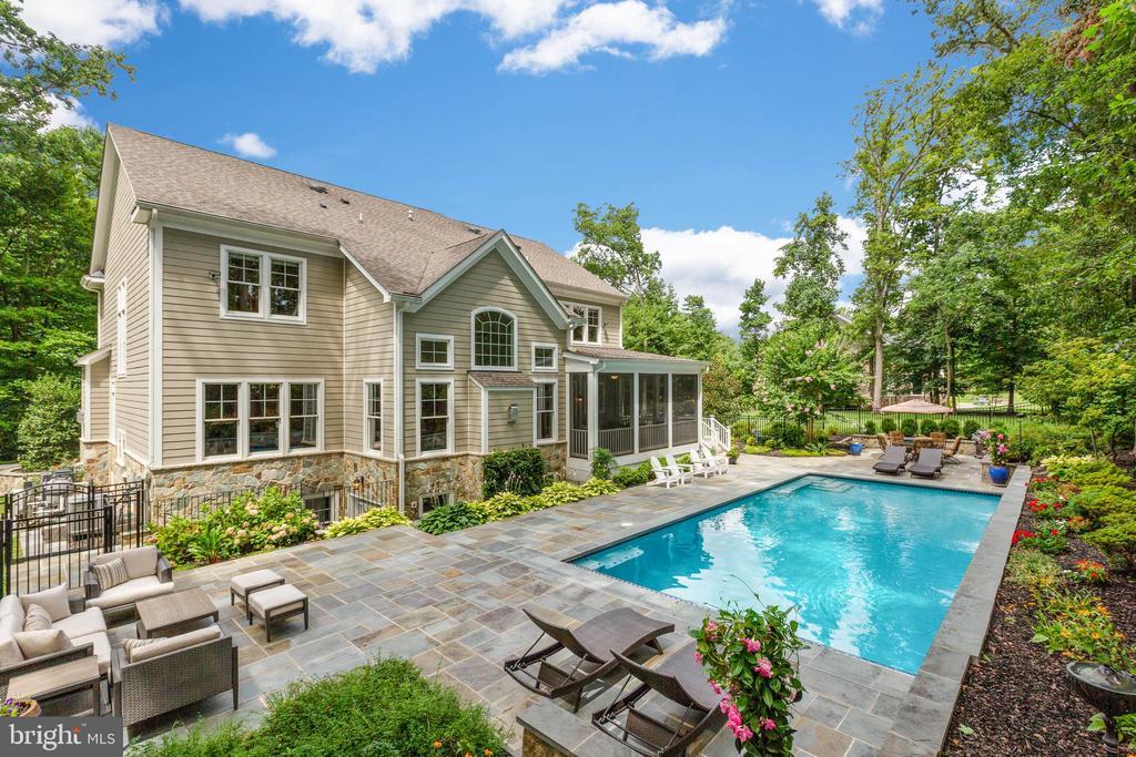Resort Style Backyard 1 - 3003 WEBER PL, OAKTON