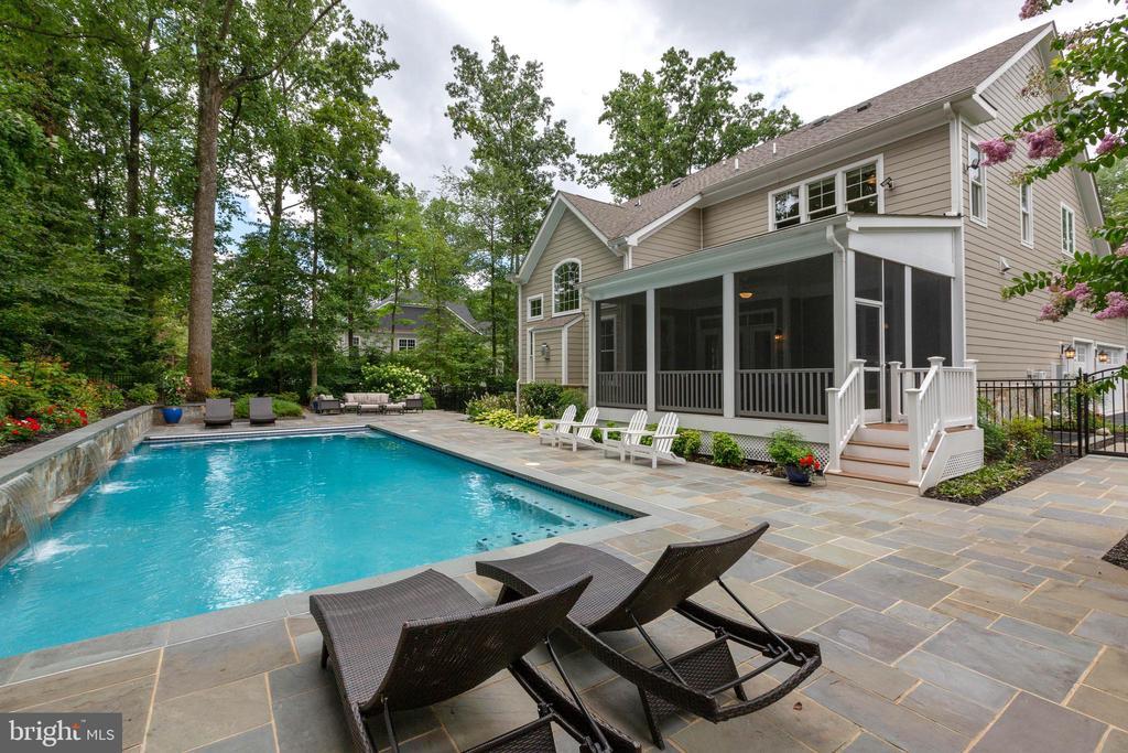 Resort Style Backyard 2 - 3003 WEBER PL, OAKTON