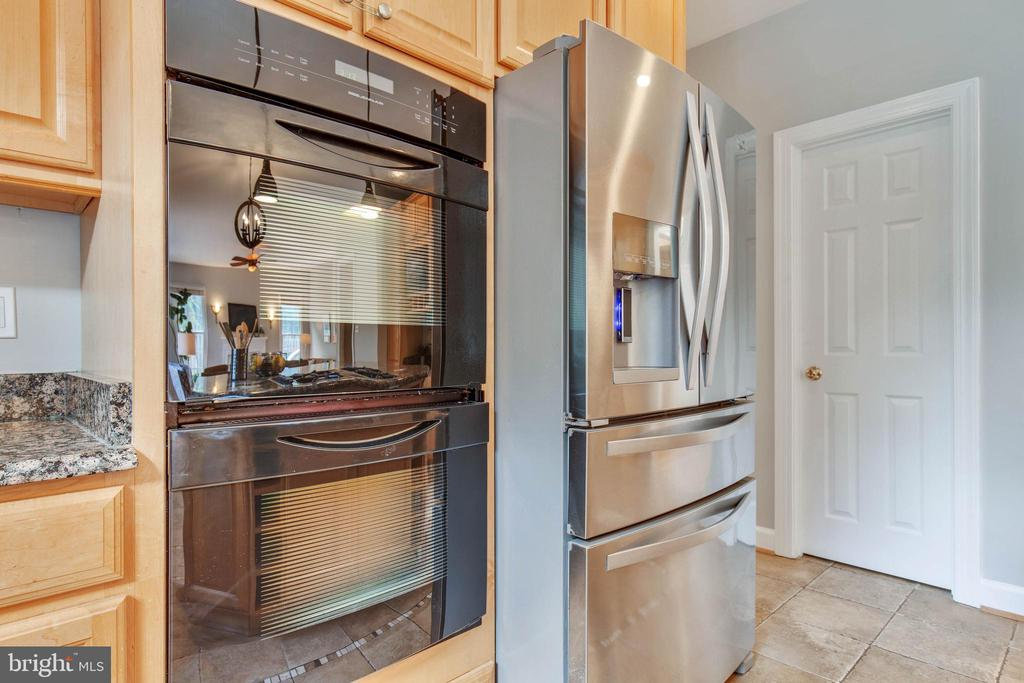 Wonderful appliances for your next feast - 9620 CHATHAMS FORD DR, VIENNA