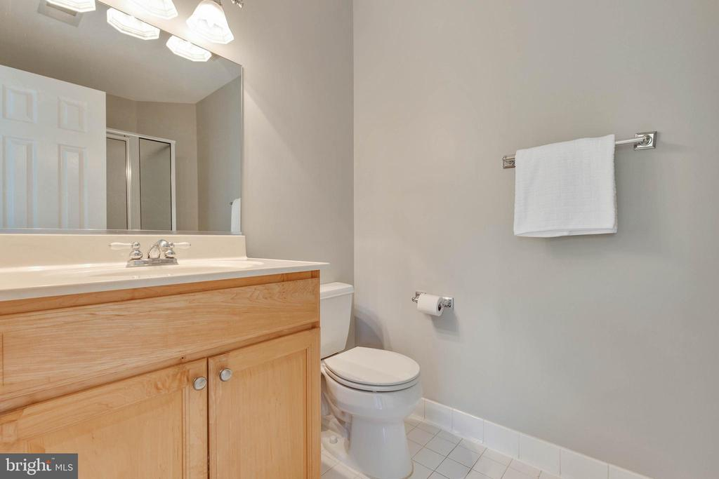 Hall full bath has tub/shower and 2 sinks - 9620 CHATHAMS FORD DR, VIENNA