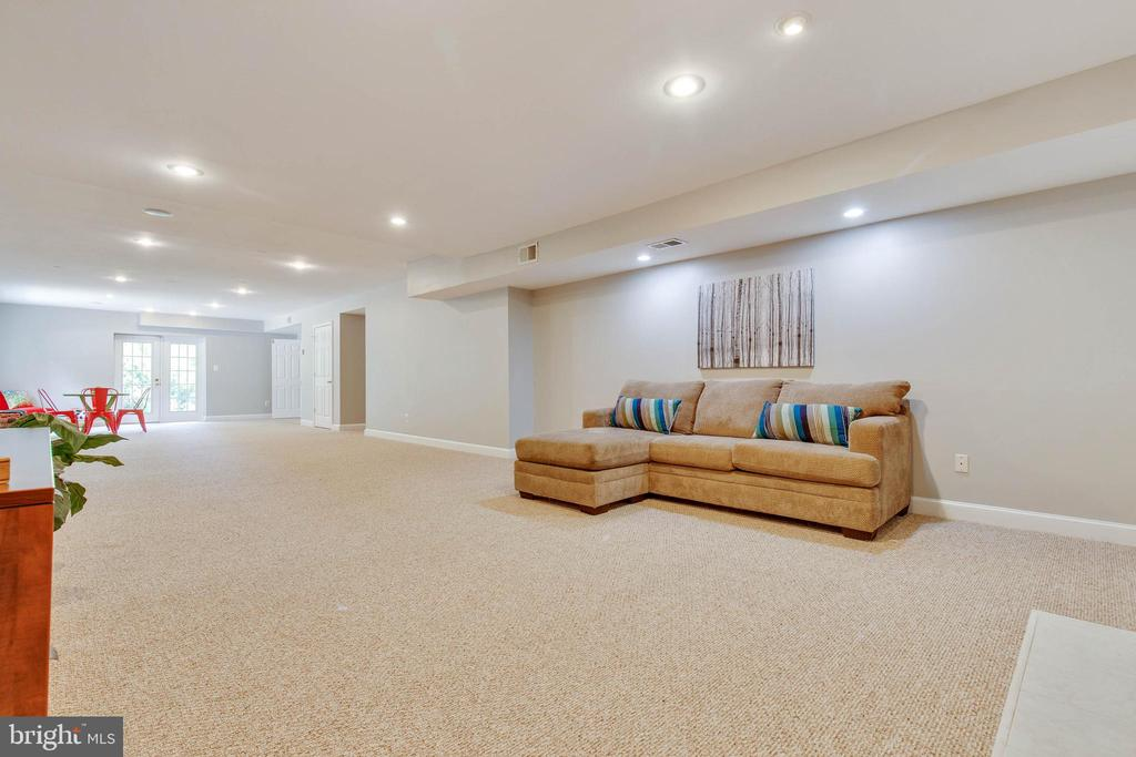 Lower level is a huge Great Room! - 9620 CHATHAMS FORD DR, VIENNA