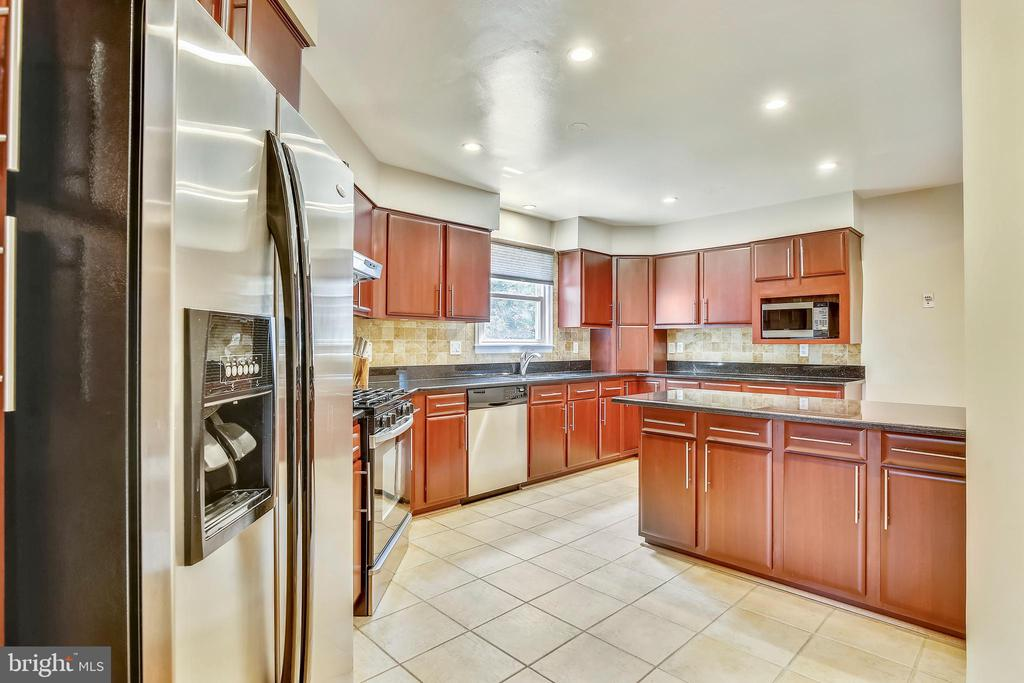 Spacious Kitchen- stainless steel applicances - 749 S GRANADA ST S, ARLINGTON