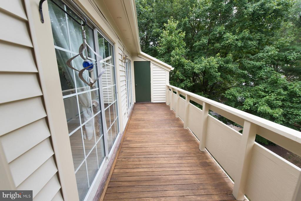 Large balcony with outside storage - 2224 SPRINGWOOD DR #106A, RESTON