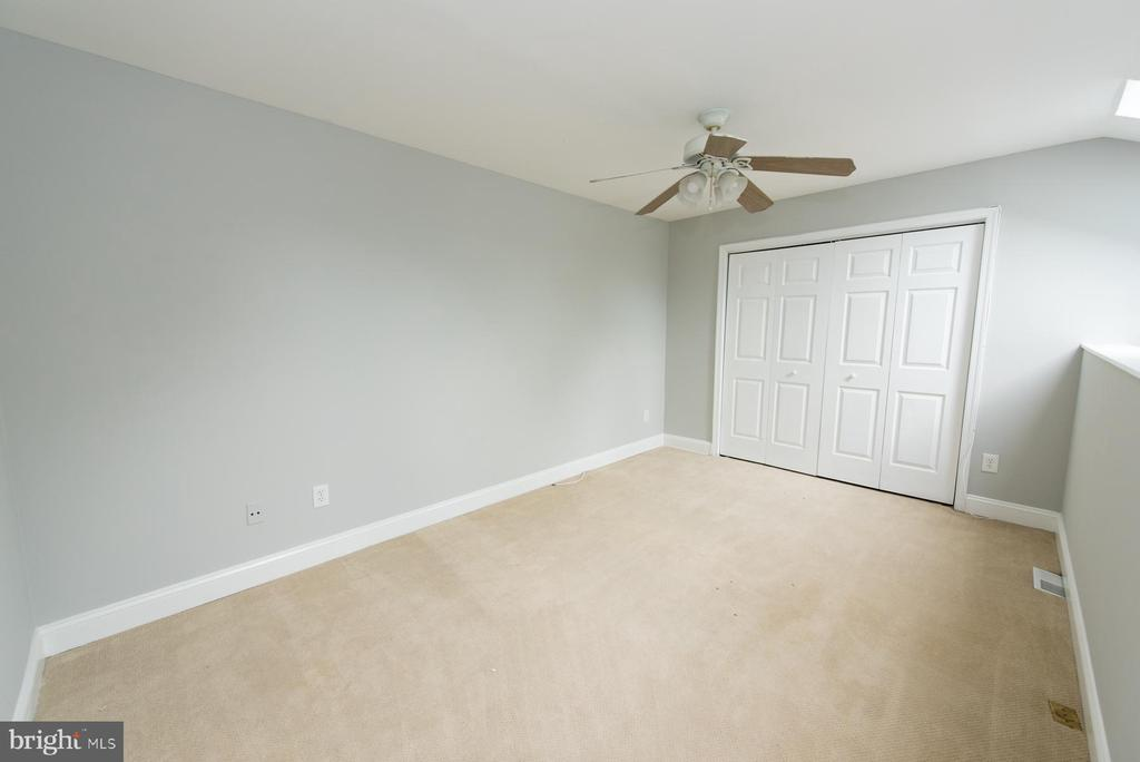 Fabulous loft space would make a great office - 2224 SPRINGWOOD DR #106A, RESTON