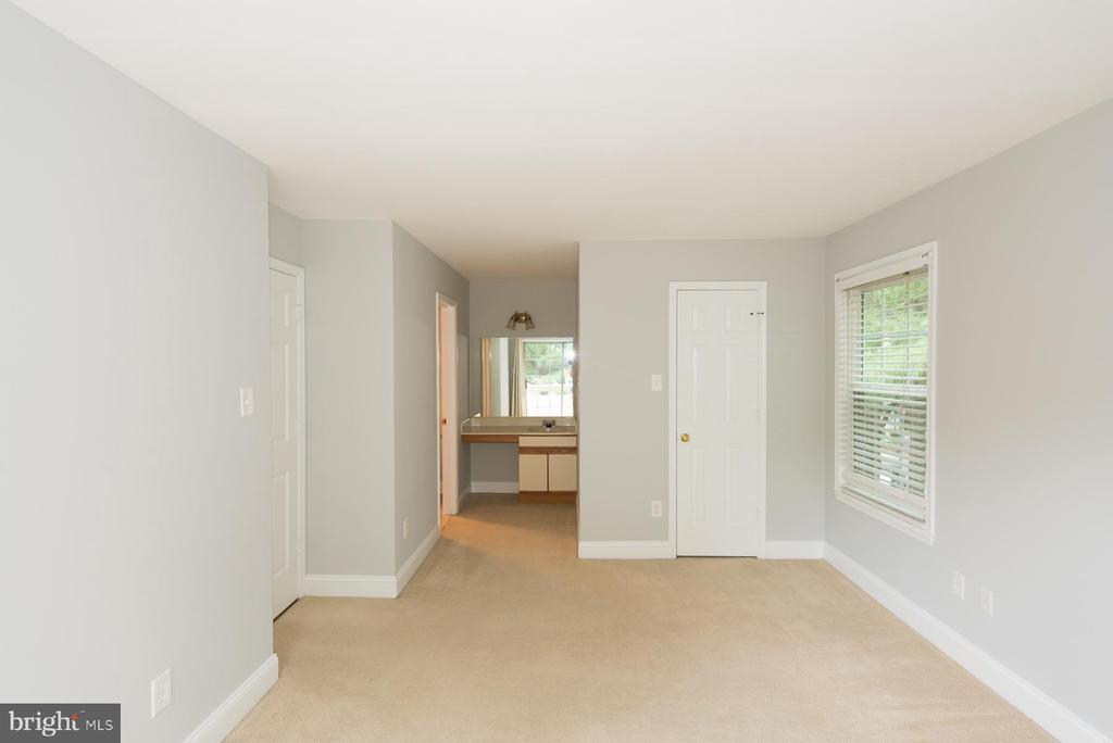 Convenient dressing area - 2224 SPRINGWOOD DR #106A, RESTON