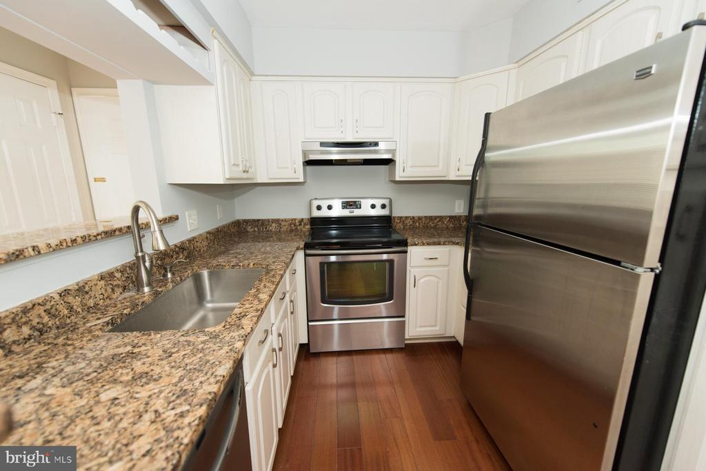 Lots of counter space including breakfast bar - 2224 SPRINGWOOD DR #106A, RESTON