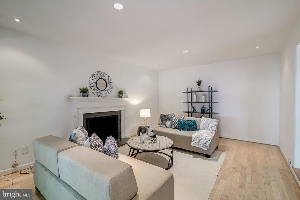 Family room with a fireplace - 2064 MADRILLON RD, VIENNA