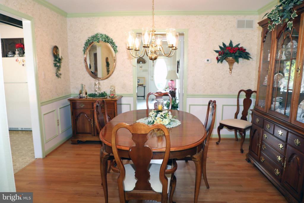 Crown Molding and Chair Rail for Dining Room - 7839 RIDGE RD, FREDERICK