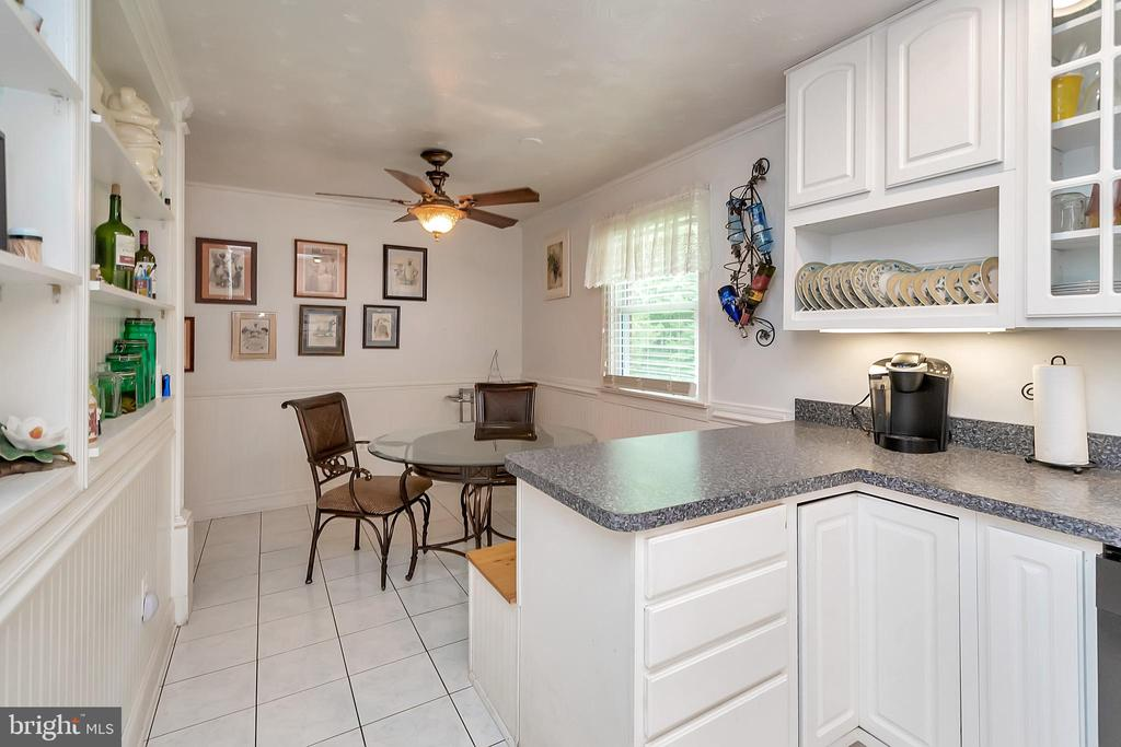 Table Space in Kitchen - 14337 FREDERICKSBURG TPKE, WOODFORD