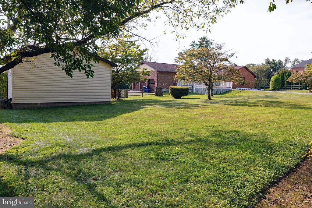 Long view of back yard - 7839 RIDGE RD, FREDERICK