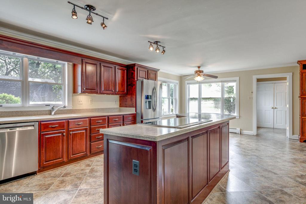 - 17302 CANBY RD, LEESBURG