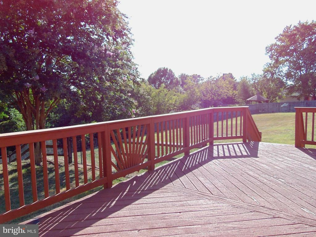 BBQ on your large, private deck w/2 sets of stairs - 701 SPRING VALLEY DR, FREDERICKSBURG