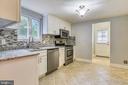 S.Steel Appliances, backsplash & tile flooring. - 2996 SLEAFORD CT, WOODBRIDGE