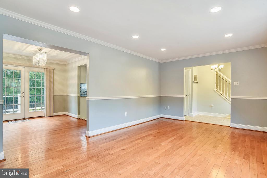 Hardwood Floors on the  living & dining room areas - 2996 SLEAFORD CT, WOODBRIDGE