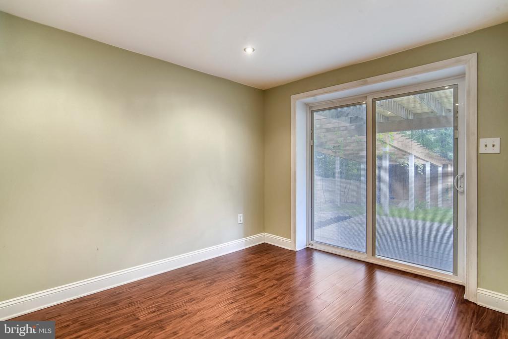 Lower Level Living Room leading to backyard. - 2996 SLEAFORD CT, WOODBRIDGE
