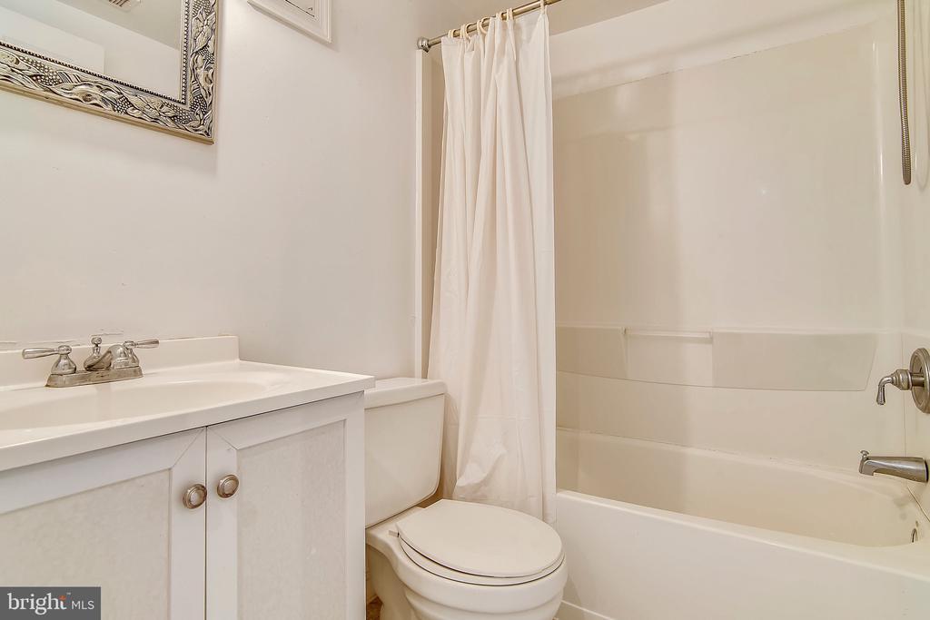 Full Bath on Lower Level - 2996 SLEAFORD CT, WOODBRIDGE