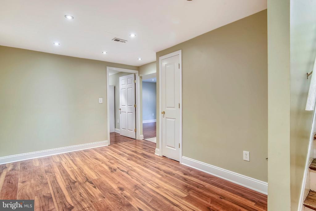 Lower Level Basement Apartment. - 2996 SLEAFORD CT, WOODBRIDGE