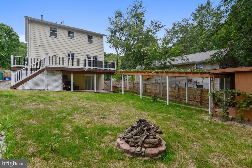 Pire pit - ideal for smore's or small gatherings. - 2996 SLEAFORD CT, WOODBRIDGE