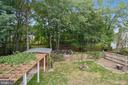 Fenced-in private yard backing to wooded area. - 2996 SLEAFORD CT, WOODBRIDGE