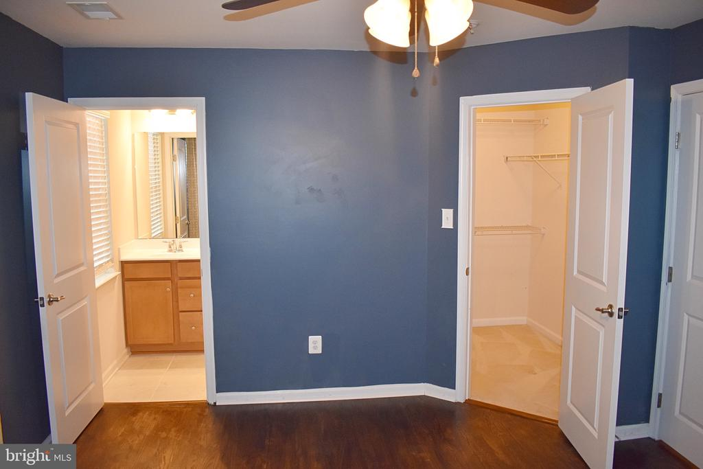 Master Bedroom with bath room and walk in closet - 14 ERIE, FALLING WATERS