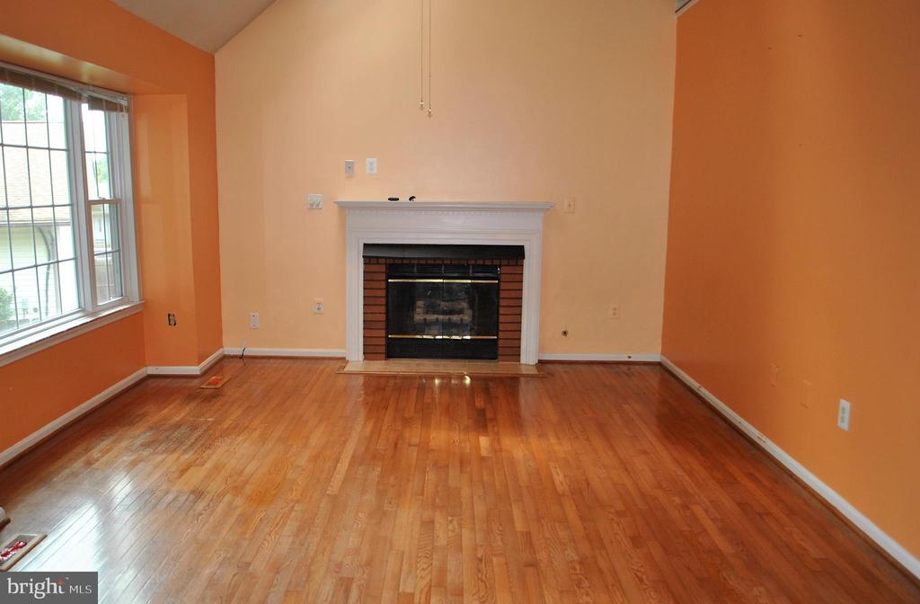 Family Room - 9437 WATERFORD DR, MANASSAS