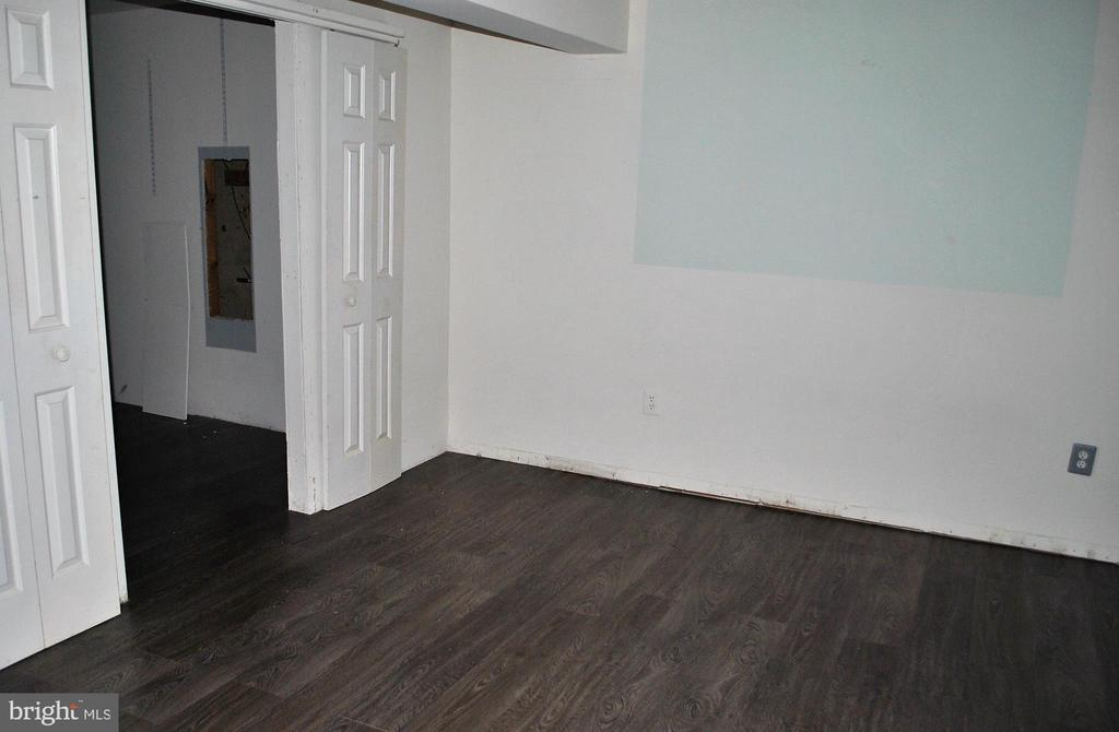 Bonus room in the basement with walk in closet - 9437 WATERFORD DR, MANASSAS